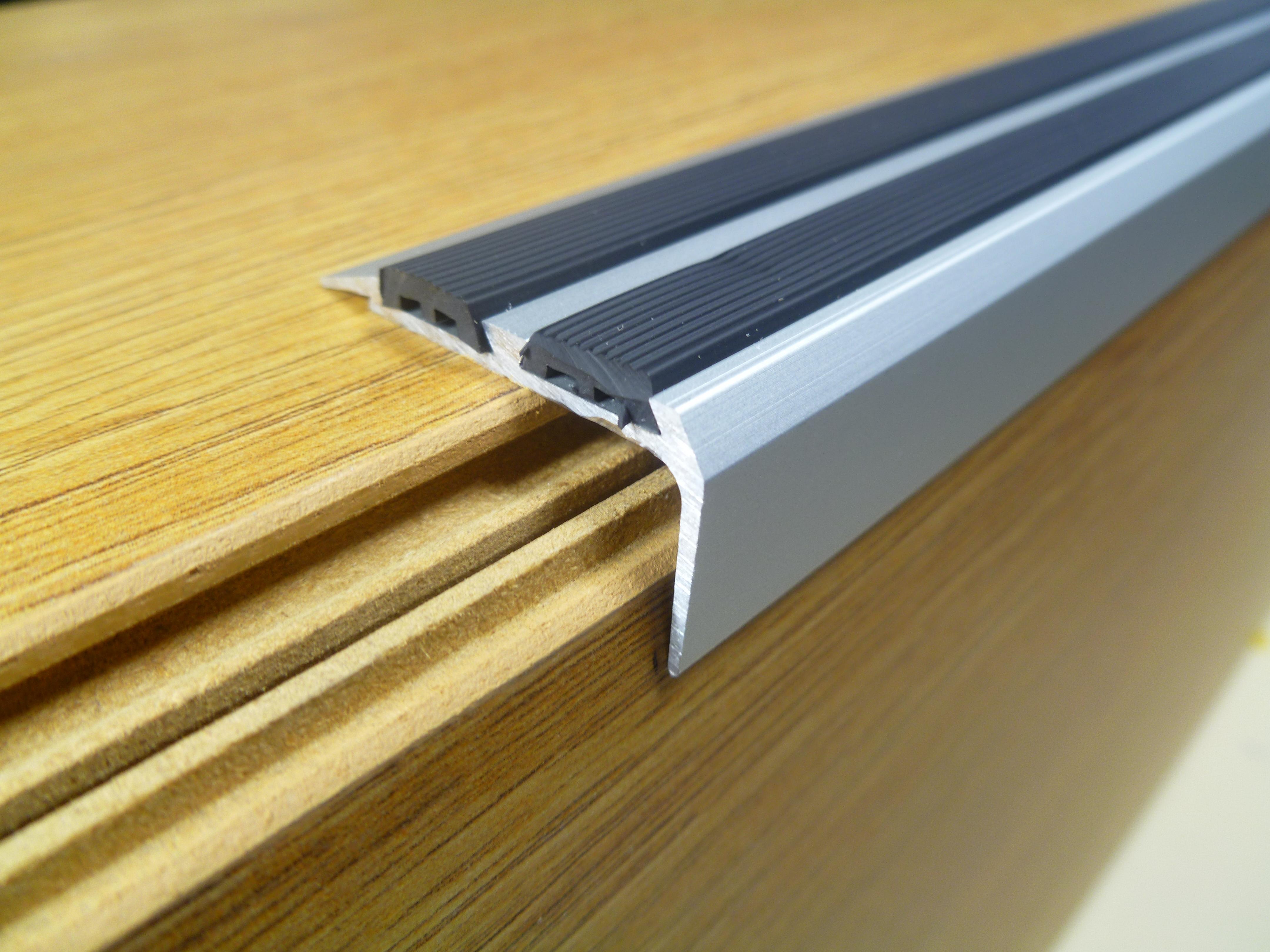 Carpet edging trim carpet vidalondon for Floor edge trim
